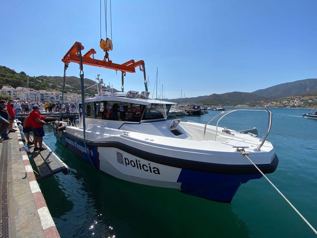 El conseller d'Interior de la Generalitat, Joan Ignasi Elena, presidió la botadura de la primera de las tres embarcaciones de monocasco rígido del cuerpo de Mossos d'Esquadra