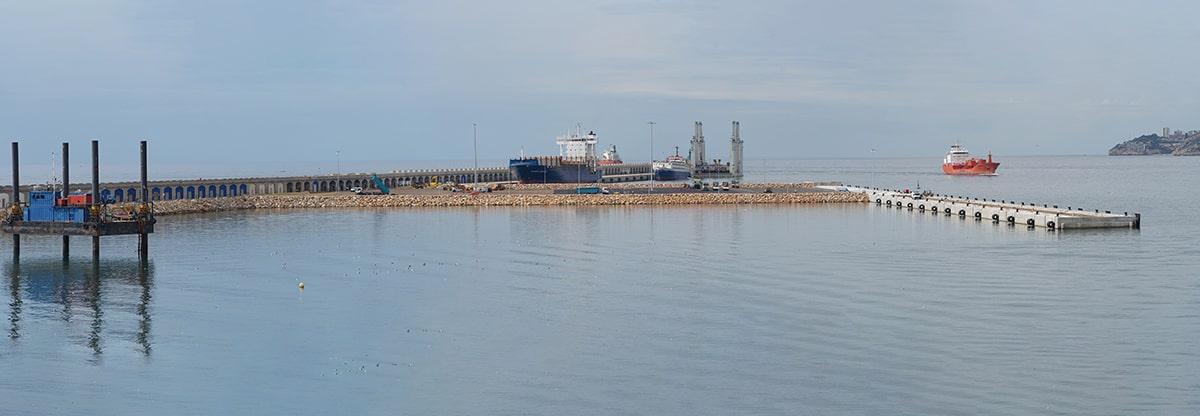 Con las tareas de pavimentación ya en marcha, el muelle de Balears cuenta con un aspecto muy definitivo al que tendrá por su puesta en funcionamiento