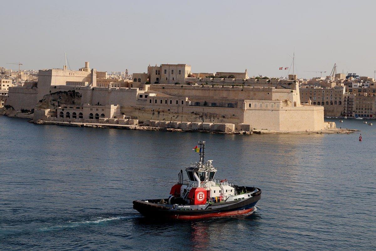 Los dos remolcadores de alto rendimiento realizaron una escala técnica en La Valletta en su camino a Zeebrugge (Fotos: capitán Lawrence Dalli / Malta Ship Photos)