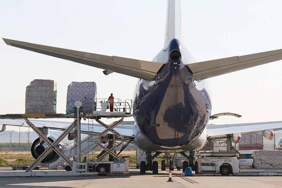 La mercancia de los aeropuertos españoles crece el 37 en el primer semestre min