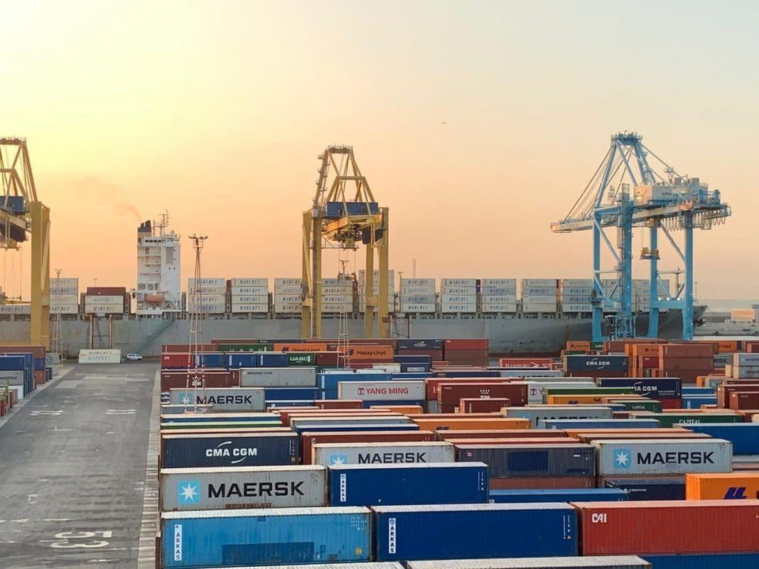 puerto barcelona contenedores 2