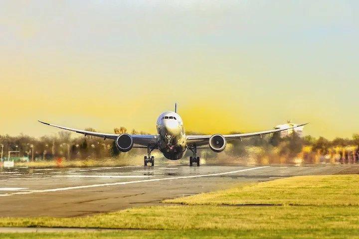 tráfico aéreo y transporte de medicinas.