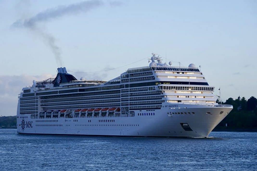 cruises 3526975 640