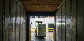 el coronavirus deja a miles de trabajadores del sector logistico sin empleo
