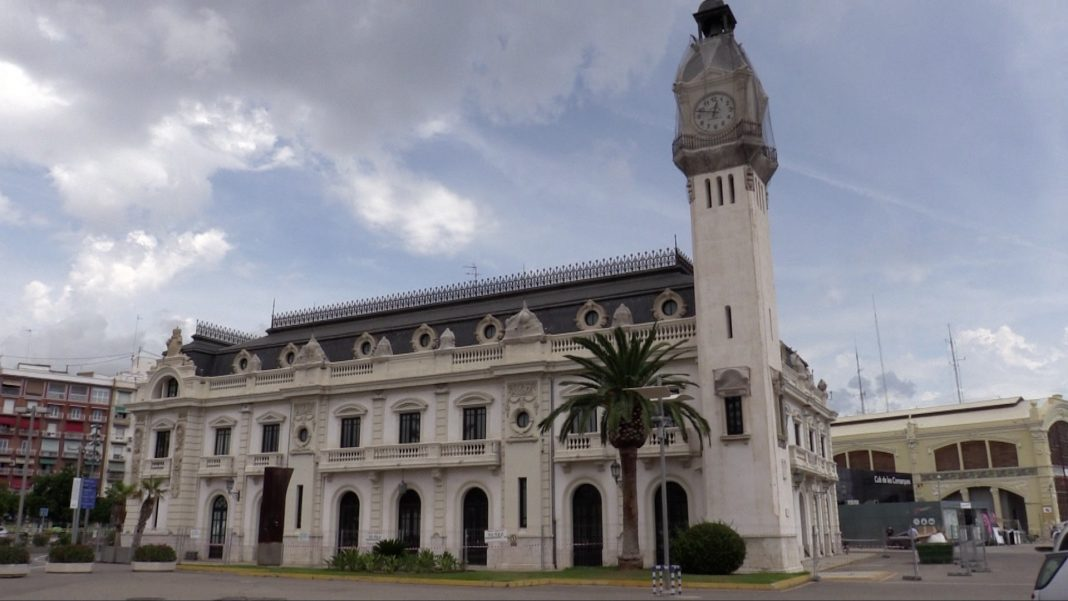 Golondrinas Edicio Reloj Puerto Valencia