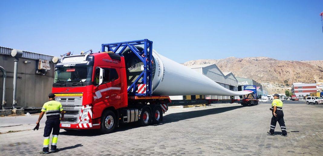 puerto de almeria embarque eolicas1 min