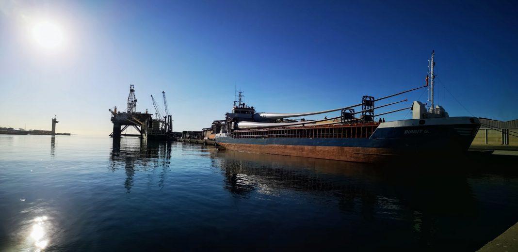 puerto de almeria palas eolicas min